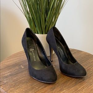 Rock & Republic Black Suede Classic Heel Size 6.5